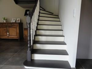 Peindre un escalier ateliers couleurs for Photo peinture escalier