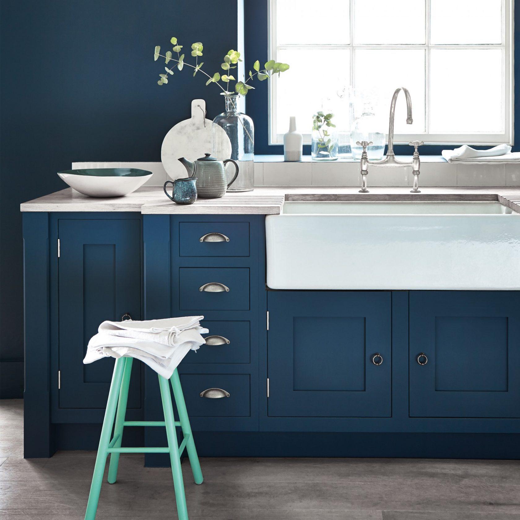 Royal Blue Kitchen Cabinets: Peinture Little Greene Hicks' Blue (208)