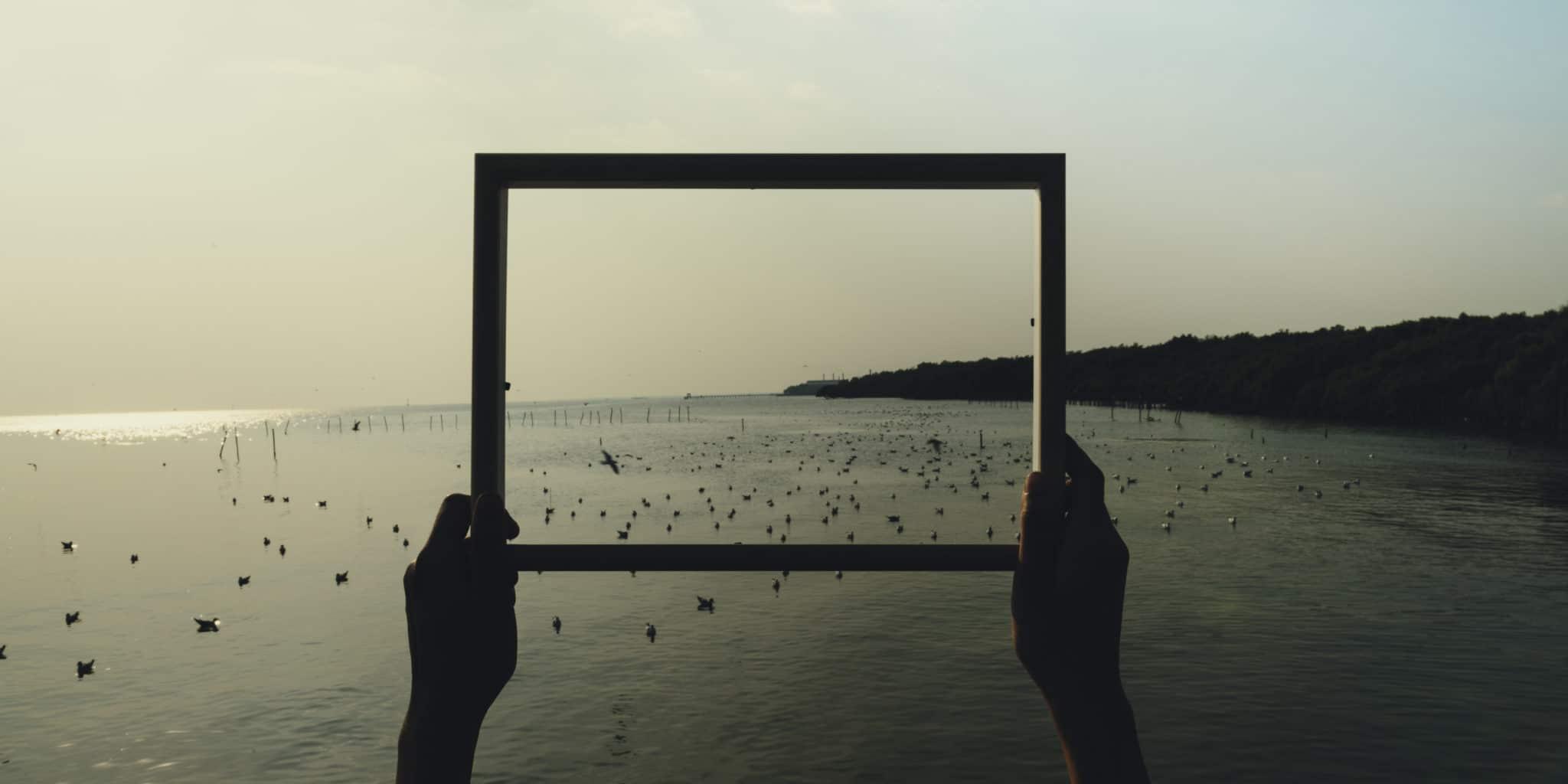 bord-de-mer-dans-un-cadre-_158934319-scaled Apprendre à travailler sa  créativité